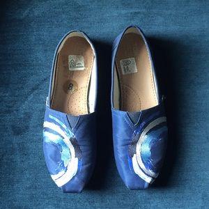Blue TOMS Shoes size 8